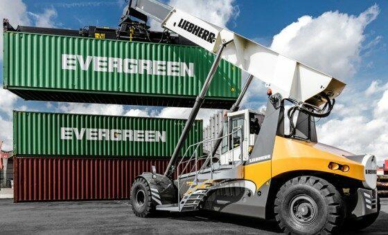 liebherr-lrs-545-reachstacker-container-handling-antwerp-belgium-europe-2_img_560x375